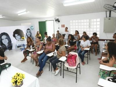 Santa Casa da Bahia e Amávia Cosméticos oferecem novo curso para moradores do Bairro da Paz