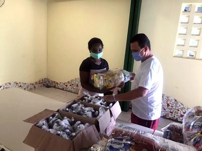 Moradores do Bairro da Paz recebem doação de cestas básicas