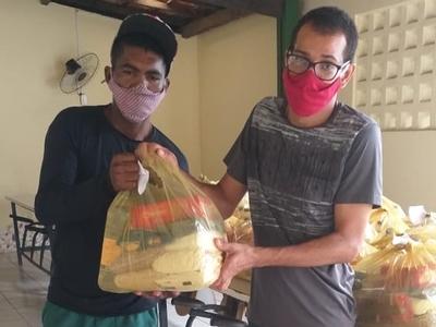Famílias atendidas no Programa Avançar recebem doação de cestas básicas do Projeto Repartir